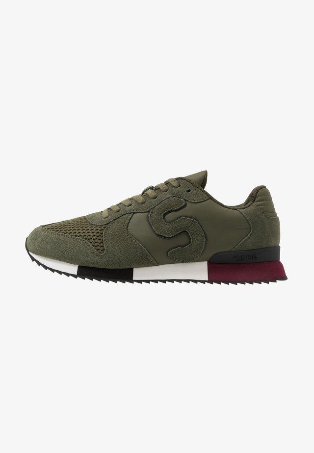 RETRO RUNNER - Sneakersy niskie - khaki