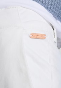 Superdry - CITY - Chinos - optic white - 6