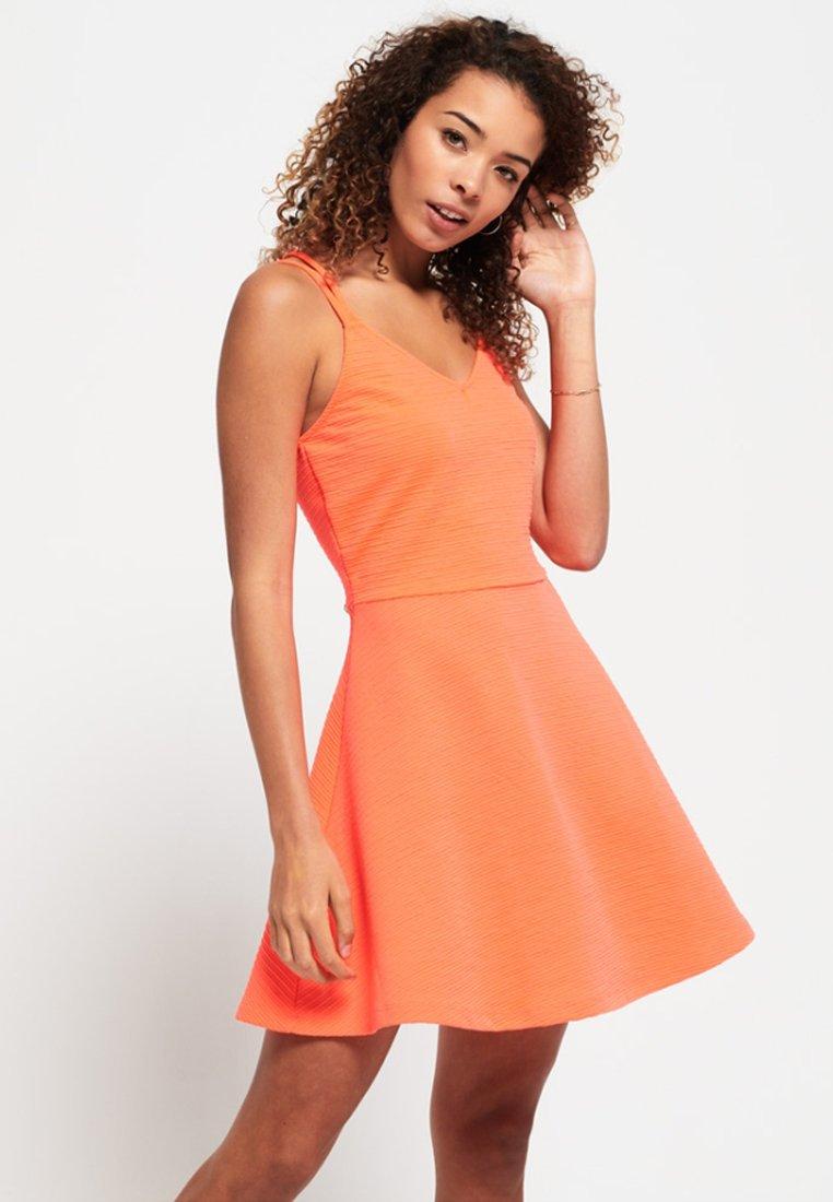 Superdry - Korte jurk - corail fluro