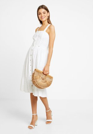 CAMILLE BUTTON SCHIFFLI DRESS - Košilové šaty - white