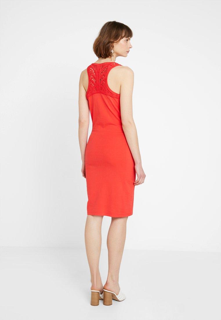 Superdry - JESSIE MACRAME - Vestido de tubo - festive red