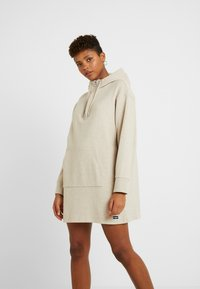 Superdry - ZIP FRONT DRESS - Vapaa-ajan mekko - soft camel - 0