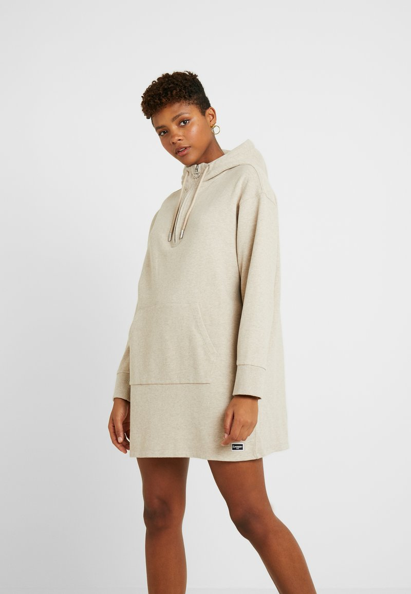 Superdry - ZIP FRONT DRESS - Vapaa-ajan mekko - soft camel