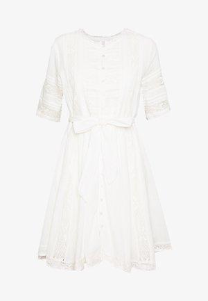 ELLISON TEXTURED DRESS - Denní šaty - oyster