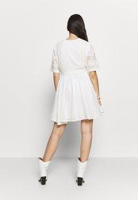 Superdry - ELLISON TEXTURED DRESS - Korte jurk - oyster - 3