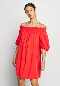 Superdry - DESERT OFF SHOULDER DRESS - Korte jurk - apple red - 0