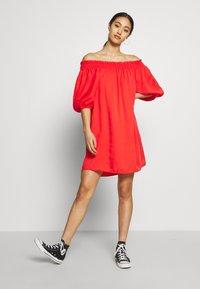 Superdry - DESERT OFF SHOULDER DRESS - Korte jurk - apple red - 1