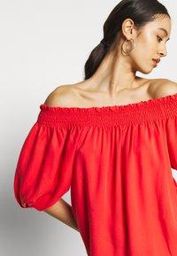 Superdry - DESERT OFF SHOULDER DRESS - Korte jurk - apple red - 3