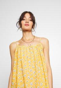 Superdry - DAISY BEACH DRESS - Korte jurk - yellow floral - 4