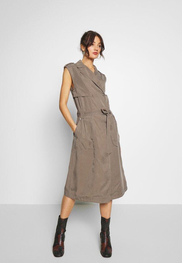 DESERT WRAP DRESS - Denní šaty - bungee cord