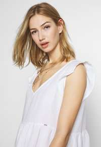 Superdry - TINSLEY TIERED DRESS - Korte jurk - chalk white - 3