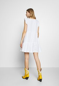 Superdry - TINSLEY TIERED DRESS - Korte jurk - chalk white - 2