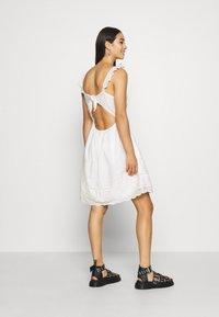 Superdry - GIA CAMI DRESS - Korte jurk - white - 2