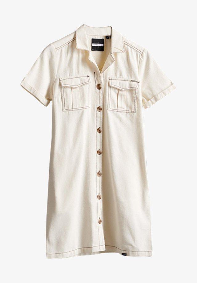 SUPERDRY KAYA UTILITY  - Sukienka jeansowa - vintage white