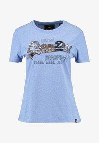 Superdry - VINTAGE LOGO CARNIVAL ENTRY TEE - T-shirt imprimé - cruz blue snowy - 4