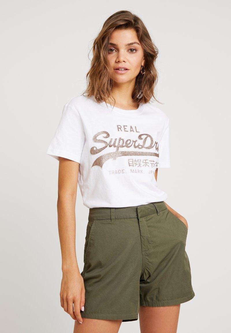 Superdry - LOGO GLITTER EMBOSS ENTRY TEE - T-Shirt print - optic