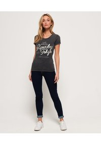 Superdry - T-shirt imprimé - acid-wash black - 1