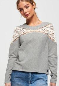 Superdry - ZARIAH - T-shirt à manches longues - pebble grey - 0