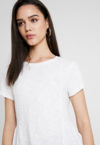 Superdry - PEPLUM RODEO TEE - T-shirts med print - off white - 3