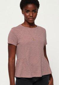 Superdry - PEPLUM RODEO TEE - T-shirts print - misty rose - 0