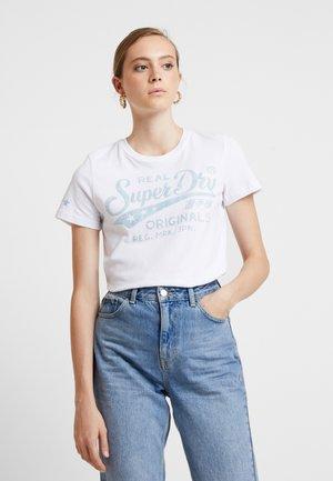 REAL ORIGINALS MOCK ENTRY TEE - T-shirts med print - optic