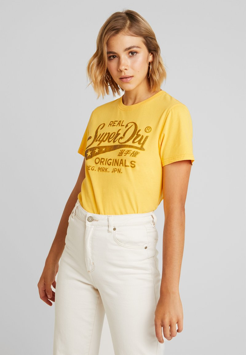 Superdry - REAL ORIGINALS MOCK ENTRY TEE - T-Shirt print - sporty ochre