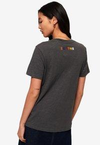 Superdry - TEE - T-shirt imprimé - black - 2