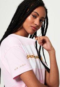 Superdry - LOGO MINIMAL PORTLAND - T-shirt imprimé - pink - 3