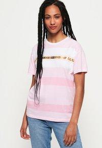 Superdry - LOGO MINIMAL PORTLAND - T-shirt imprimé - pink - 0