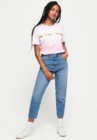 Superdry - LOGO MINIMAL PORTLAND - T-shirt imprimé - pink - 1