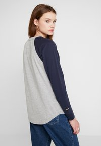 Superdry - COLLEGE RAGLAN GRAPHIC - Langarmshirt - spirit grey - 2