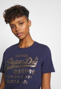 Superdry - METALLIC ENTRY TEE - T-shirts med print - atlantic navy - 4