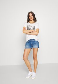 Superdry - TILLY GRAPHIC TEE - T-shirt imprimé - chalk white - 1