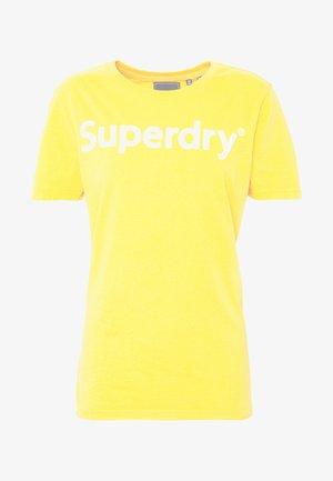 REG FLOCK ENTRY TEE - T-shirts med print - sporty ochre