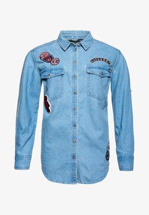 Overhemdblouse - pool blue badged