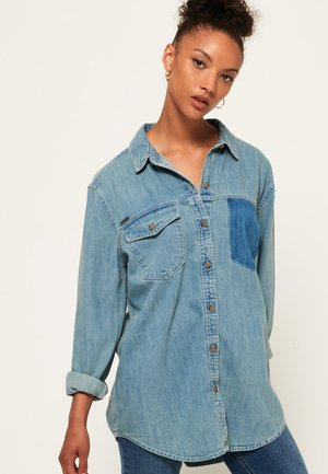ÜBERGROSSES  - Overhemdblouse - blue denim