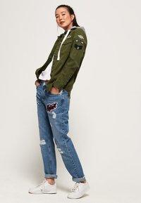 Superdry - MADDIE MIT KAPUZE - Kurtka jeansowa - khaki - 1