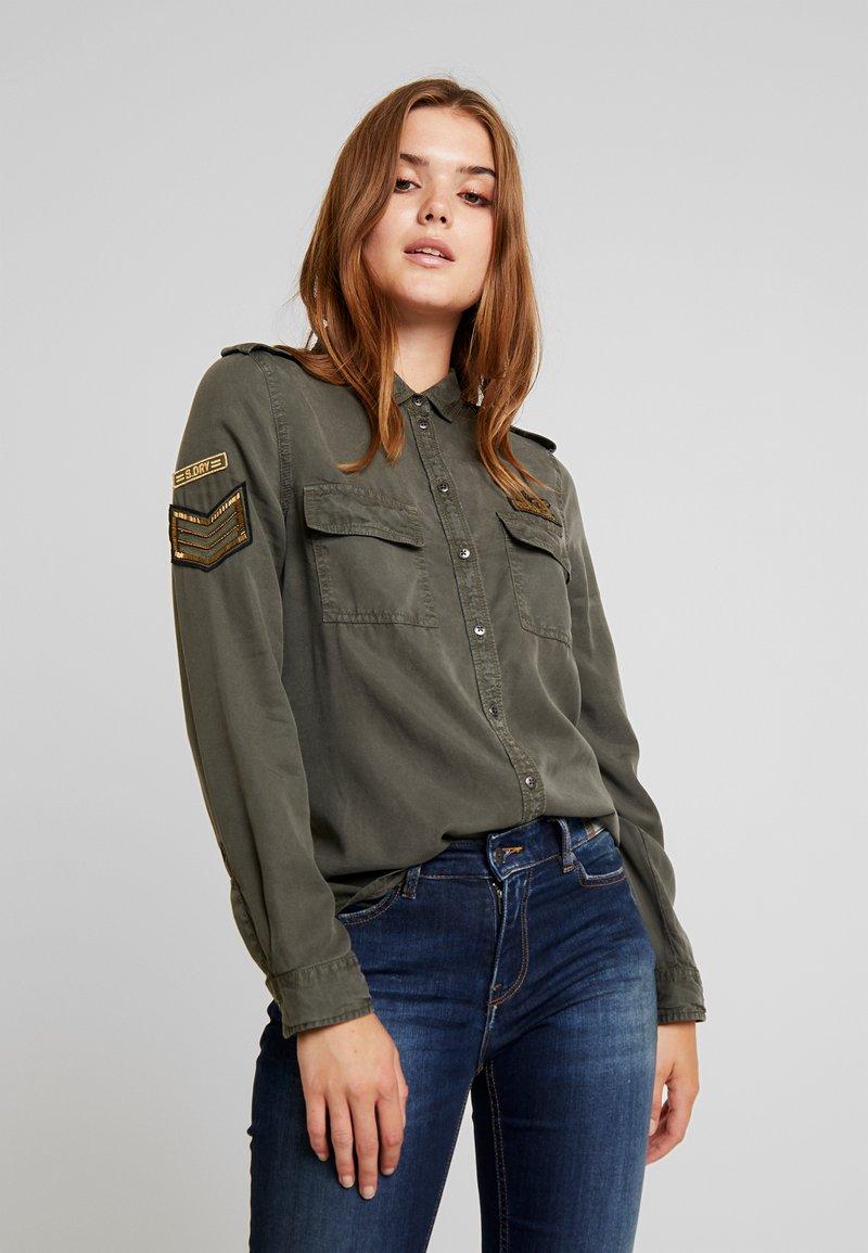 Superdry - HARLOWE MILITARY - Camisa - washed khaki