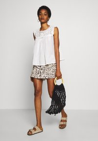 Superdry - ELLISON TEXTURED VEST - Blouse - oyster - 1