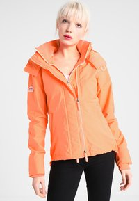 Superdry - PRISM TECHNICAL HOODED ZIP WINDCHEATER - Blouson - coral/ecru - 0