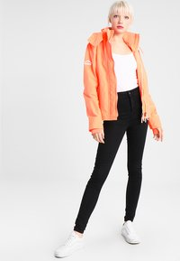 Superdry - PRISM TECHNICAL HOODED ZIP WINDCHEATER - Blouson - coral/ecru - 1