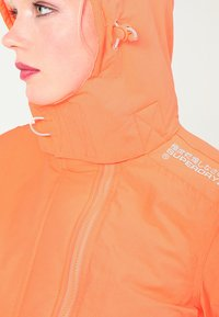 Superdry - PRISM TECHNICAL HOODED ZIP WINDCHEATER - Blouson - coral/ecru - 5