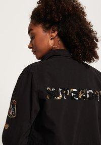 Superdry - ROOKIE ARMY - Chaqueta fina - washed black - 4