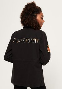 Superdry - ROOKIE ARMY - Chaqueta fina - washed black - 2
