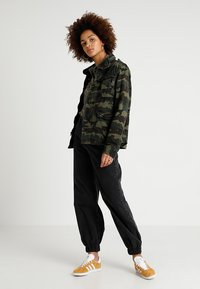 Superdry - JADE ROOKIE POCKET JACKET - Kurtka wiosenna - khaki/brown - 1