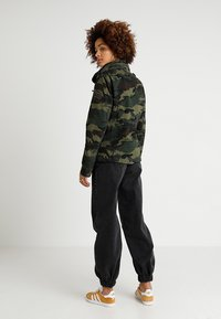 Superdry - JADE ROOKIE POCKET JACKET - Kurtka wiosenna - khaki/brown - 2