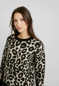 Superdry - LISA LEOPARD JUMPER - Jumper - brown - 3