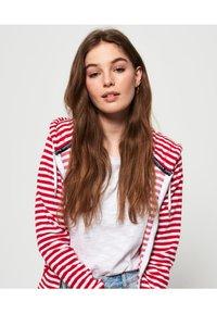 Superdry - veste en sweat zippée - nautical red stripe - 3