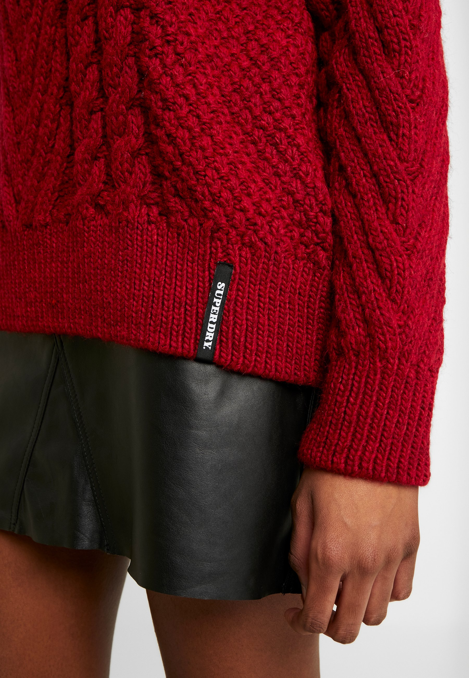 Superdry DALLAS CHUNKY CABLE - Strikkegenser - rio red