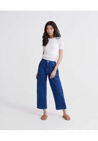 Superdry - BELLA POINTELLE - T-Shirt print - chalk white - 1